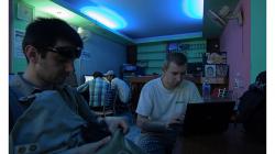 Internet kafé za rohem - hodina stála asi 16 korun
