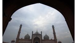 Páteční mešita ve Starém Delhi - ná nádvoří se má vejít údajně 25 tisíc věřících