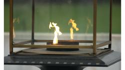 Hrobka Mahátma Gándhího - modlící se plamen