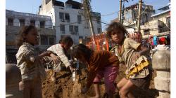 Pahar Ganj - Děti na hromadě písku