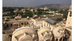 Jaipur - Jawa Mahal - výhled na Jantar Mantar a pevnost
