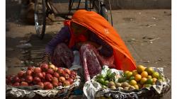 Pouliční prodejkyně ovoce