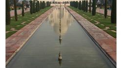 Taj Mahal - bez týhle fotky odjet z Indie? Nemyslitelné :)