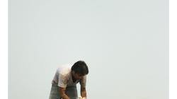 Na střeše se v Indii děje ledacos - okopávávání čehosi