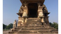 Khajuraho - chrámový komplex - do chrámů se chodí bosy