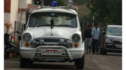 Typické policejní auto s tvary ze šedesátých let