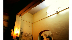 Internetová kavárna v Jhansí, každé dvě minuty vypadla elektřina