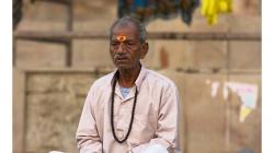 Varanasí - meditace na břehu Gangy