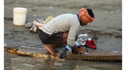 Varanasí - ranní praní prádla