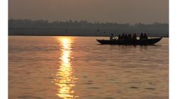 Varanasí - východ Slunce na Gangou