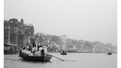 Varanasí - člun s japonci