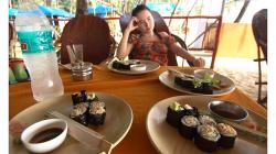 Goa - sushi z ještě teplé rýže a rybího masa z konzervy