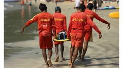 Goa - záchranáři v akci, přišlo mi, ze zachraňují vlastního kolegu