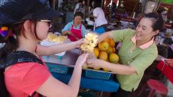 Trh na ulici v Chiang Rai