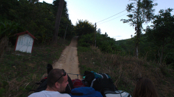 Cestou do Akha, ten krpál byl děsný, auto funělo i na zařazenou jedničku