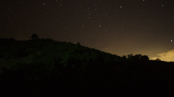 Akha v noci
