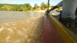 Longtailem po řece