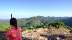 Ája se kochá thajskou krajinou