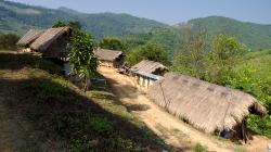 V horských vesničkách u Akha