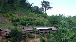 Jedna z vesniček poblíž Akha