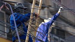 Klasický asijský kabelobordel, zajímalo by mě, jak dlouho to takhle budou provozovat :)