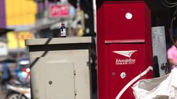 Poštovní schránka na rohu ulice