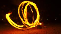 Fire show za doprovodu techno setu