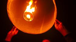 Lampiony, chtěli jsme je pustit společně - nevyšlo to