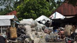 Někde na okraji Medanu / Medan outskirts