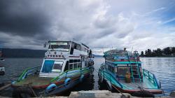 Přístav Parapat / Parapat Harbour