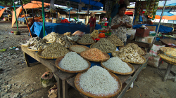 Trh v Parapatu / Parapat market