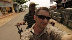 Cestou z přístavu becakem / On the way from harbour by becak