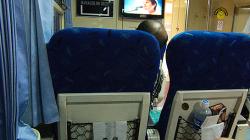 Indonéský vlak - pohodlný, ale chladný / Indonesian train - comfy, but cold