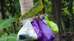 Svoziště odpadků / Trash pickup point