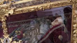 Jedna mrtvola a tři živí / One corpse and three living
