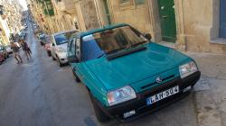 Škodovky byly poměrně běžným jevem, ale takto nablýskaný Favorit byl raritka! - There is plenty of Skoda cars on Malta, but Favorit model shiny like this was really rare!