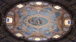 Jeden z mnoha krásných kostelních stropů - One of many beautiful church ceilings