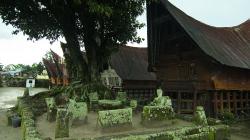 Batacký skanzen, v domech se stále bydlí / Batak museum, people still living inside houses