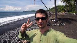 Surataya, pláž s černým lávovým pískem / Surataya - black sand beach