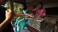 půjčovna sarongů / sarong renting place