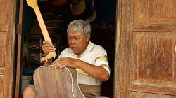 Vyraběč kytar / Guitar maker