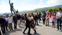 Lekce tance na břehu jezera / Dance lesson on the lake side
