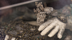 Ruka mrtvého muže / Dead man's hand